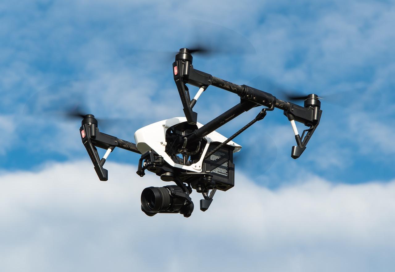 Fliegende Drohne mit Kamera