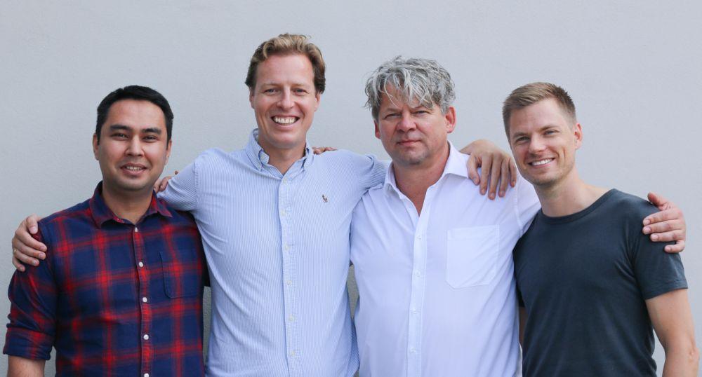 Die vier Personen des Kenkou-Managements stehen nebeneinander und lächeln in die Kamera