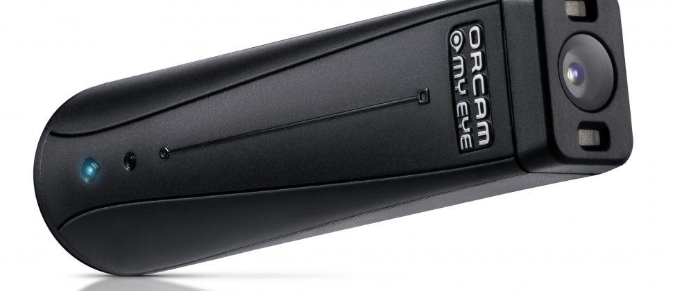 Die OrCam MyEye ist ein kleines schwarzes Gerät, ungefähr so groß wie ein USB-Stick.