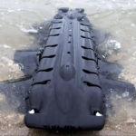 Der Velox ist ein Fisch-ähnlicher Roboter mit einem langgezogenen, schwarzen Körper und Flossen an beiden Seiten