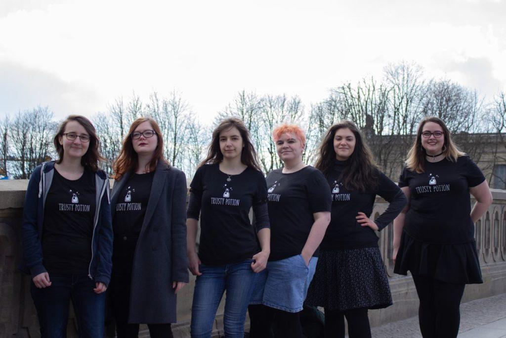 Die sechs Entwicklerinnen von Ernas Unheil