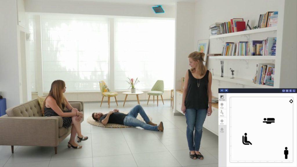 Drei Personen sind in einem Zimmer: Eine sitzt, eine steht und eine liegt. Vayyar zeigt das auf einem Bildschirm