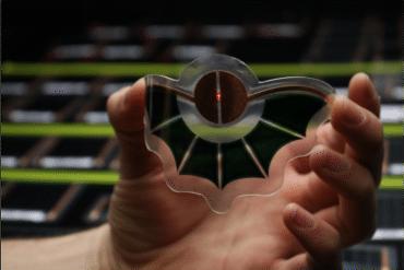 Dracula Technologies - ein organisches Solarmodul, das wie eine Fledermaus geformt ist (Copyright: Dracula Technologies)